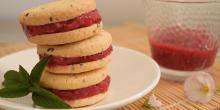 Recette biscuits sans gluten glacés : sandwichs extrême framboise